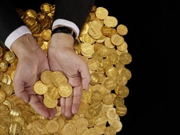 Goldmünzen Hand